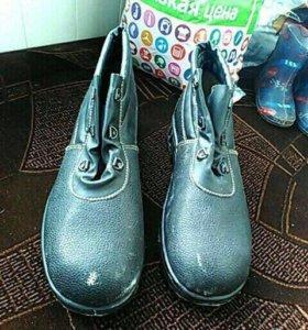 Ботинки новые 43 размер