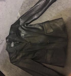 Продаю кожаный пиджак в отличном состоянии