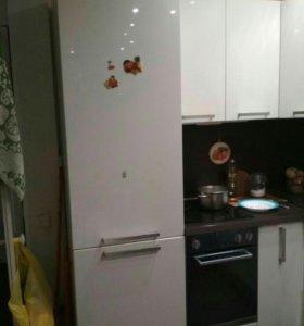 Кухонный гарнитур со встроенной техникой