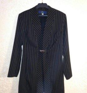Удлиненный пиджак на застежке