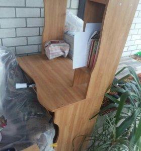 Комп.стол и кровать в хорошем состоянии