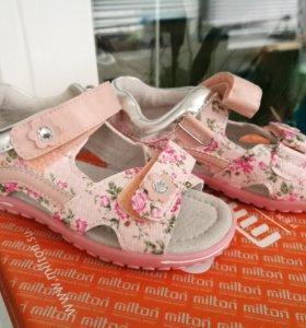 Новые сандали р.26
