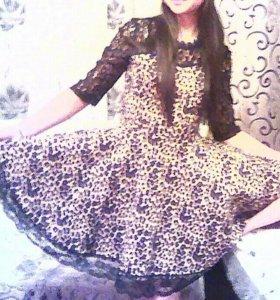 Платье в отличном состоянии! Ярче, чем на фото.