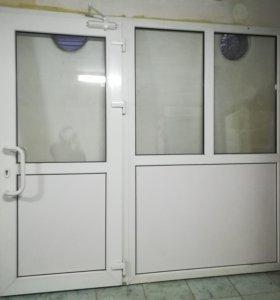 Входная рама с дверью.