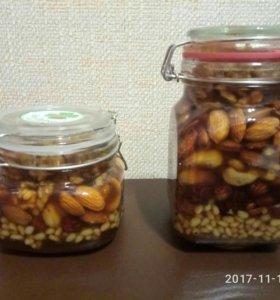 Мед с орешками