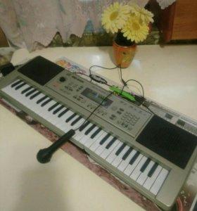 Детский синтезатор ,54 клавиши с микрофоном