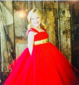 Платье для девочки на рост около 100 см.