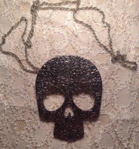 Кулон в форме черепа
