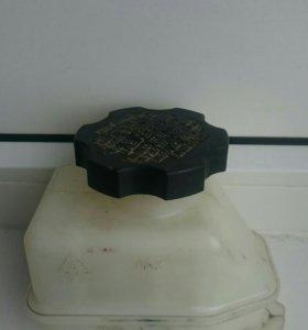 Бачок для тормозной жидкости с датчиком