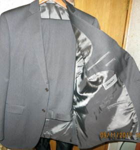 Мужской костюм DKNY. Размер 50-52