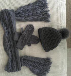 Шапка, шарфик и варежки.