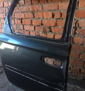 Средняя правая дверь на Chrysler Town Country 3.8