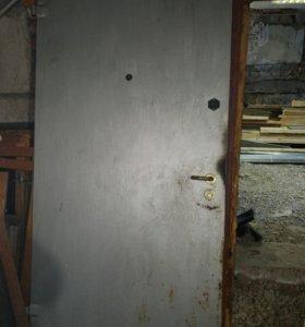 Дверь металлическая с коробкой и замками
