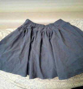 Продаю школьную юбку.