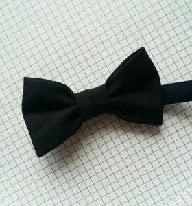 Черный галстук бабочка