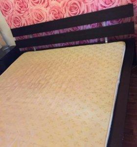 Кровать с матрасом