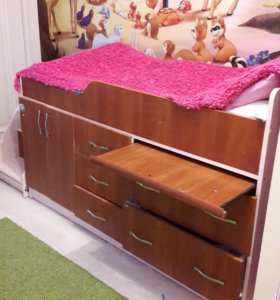 Детская кровать со столиком и ящиками