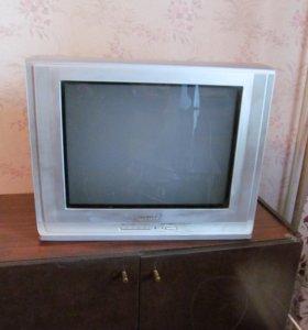 Тумба с двумя дверками под телевизор.