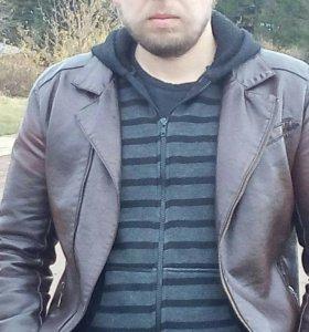 Демисезонную кожаную куртку