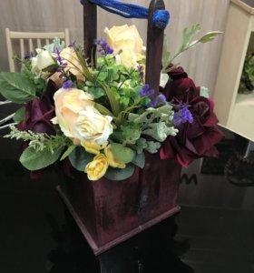 Кашпо с искусственными цветами