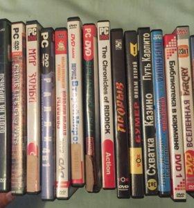 пачка DVD с фильмами и играми