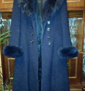 Пальто демисезонное женское.