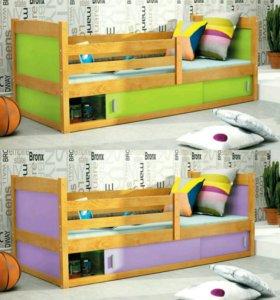 Кровать деревянная с матрасом