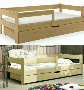 Кровать деревянная с матрасом и ящиком.