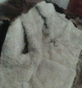 Тулуп овечий в хорошем состоянии.