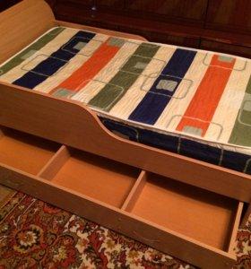 Кровать (размер :135 длина 71 ширина)