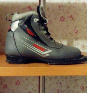 Лыжные ботинки. Размер 37.