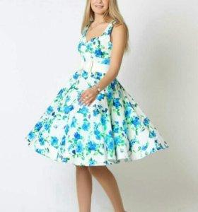 Платье в стиле ретро.