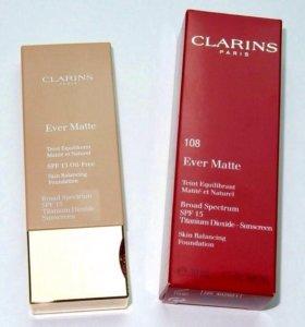 Матирующий тональный крем Clarins