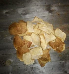 Хлеб белый и черный сухой порезанный без плесени л