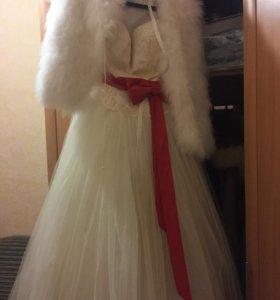 Красивое свадебное платье, цвет айвори.