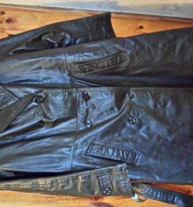 Пальто кожаное черное.