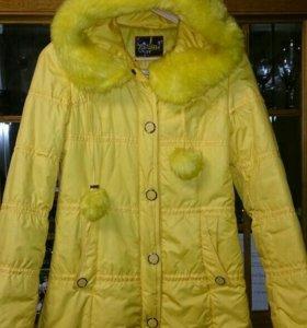 Удлинённая осенняя куртка с капюшоном