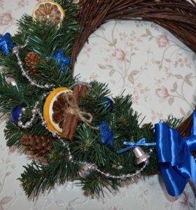 Венки новогодние декоративные