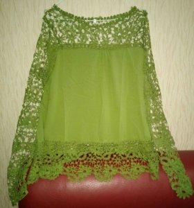 Блузка новая, зеленого цвета с кружевом