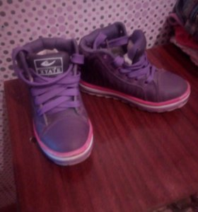 Тёплые кроссовки
