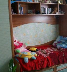 Срочно продам комплект:кровать, шкаф, полки, шкафч