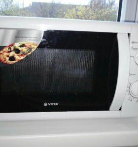 Продаю микроволновую печь Vitek VT-1680w