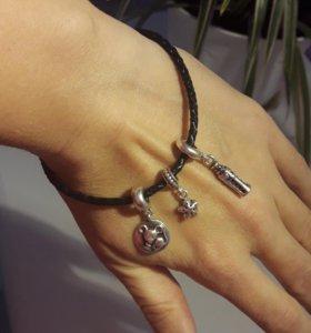 Шармы Pandora +кожаный браслет