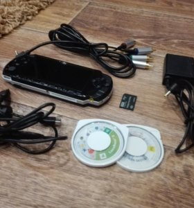 PSP 3008 + флешка 4 Гб+ кабель для ТВ +ЗУ