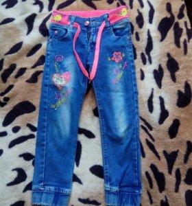 Продам джинсы на девочку р-р 108-116