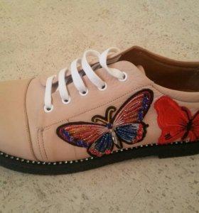 Новые кожаные ботинки с вышивкой 36 р