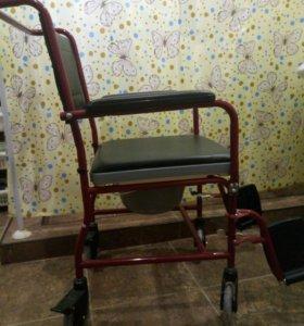 Инвалидная коляска-туалет.