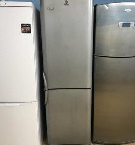 Холодильник Indesit. Цвет металлик