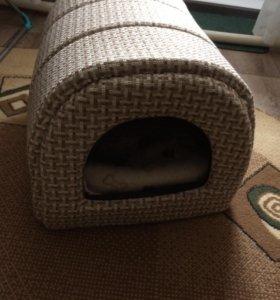 Домик для кошки или собаки небольшой породы.