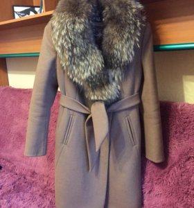 Пальто с воротником из енота